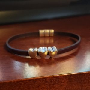 Jewelry - Brown leather bracelet with 3 hearts